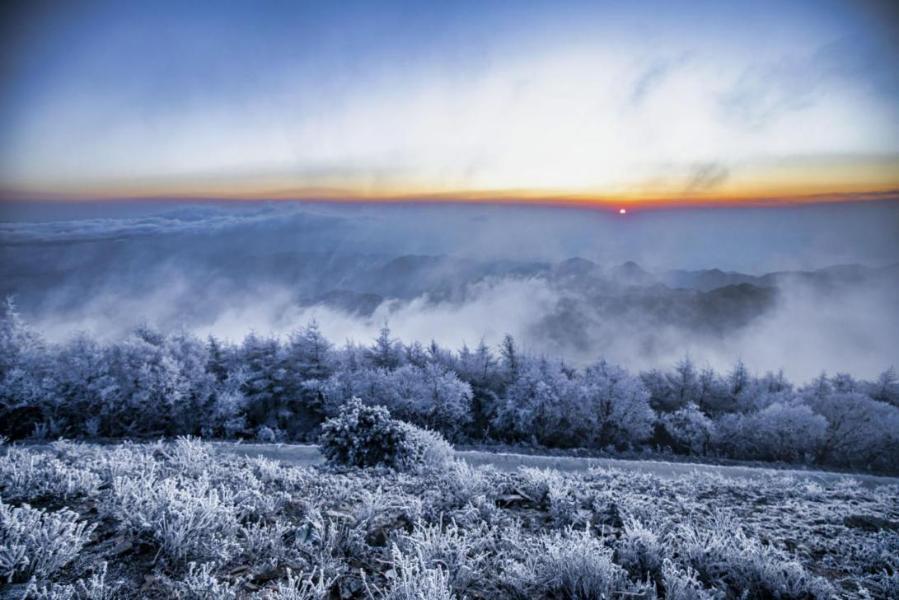 霍山老爺頂:霧凇雲海若仙境