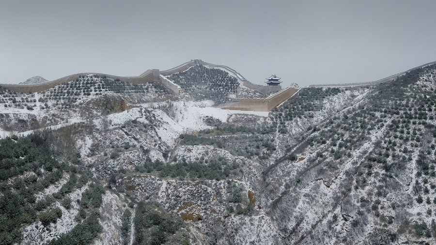 雪落長城似丹青